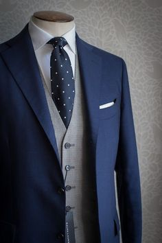 Elegant, sophisticated wedding attire for the groom. Blue suit and tie with grey waistcoat Fashion Mode, Suit Fashion, Fashion Menswear, Fashion 2016, Latex Fashion, Paris Fashion, Runway Fashion, Womens Fashion, Sharp Dressed Man