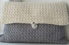 """Crochet Purse Pattern Art Deco Clutch My mother pitched me a couple of weeks ago, that she needed some kind of little purse or clutch thing: """"I need a little"""