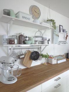 Kitchen with new mint-colored porcelain - Ikea-küche - esszimmerdekoration Kitchen Interior, New Kitchen, Kitchen Dining, Kitchen Decor, Kitchen Ideas, Kitchen Trends, Diy Interior, Kitchen Styling, Sweet Home