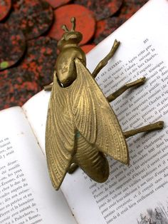 French vintage solid brass gold  patina bee ashtray home deco insect bee tray metal sculpture animal
