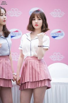 dedicated to female kpop idols. Kpop Fashion, Korean Fashion, Fashion Models, Girl Fashion, Kpop Girl Groups, Korean Girl Groups, Kpop Girls, Asian Woman, Asian Girl