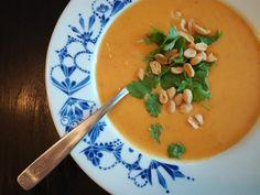 Katarimarian proosallinen arki ja räpellykset: Mitä syödä kasvisruokapäivänä - reseptivinkit arkeen Thai Red Curry, Soup, Ethnic Recipes, Soups