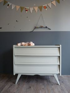Calming colours, mix different tonalities of the same colour, calming blues, painted furniture. Case Studio, Diy Kids Furniture, Painted Furniture, Repainting Furniture, Childrens Bedroom Decor, Kids Bedroom, Retro Dresser, Vintage Dressers, Spearmint Baby