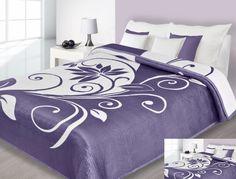 Fioletowa narzuta dwustronna na łóżko z białymi kwiatami
