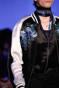Louis Vuitton Veste en soie brodée
