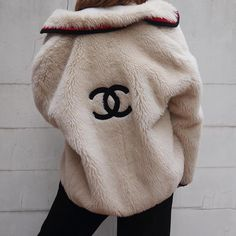 Chanel logo fur coat I'm dying I need this. Winter fashion for hype bae #activewear #chanel #coats