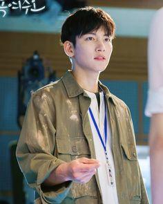 Ji Chang Wook I'm melting me softly ❤️ Drama Korea, Korean Drama, Asian Actors, Korean Actors, Healer Drama, Dramas, I M Melting, Ji Chang Wook Smile, Chang Min