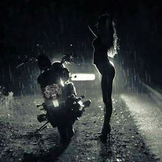 skililo - Posts tagged women and motorcycles Motorbike Girl, Bobber Motorcycle, Motorcycle Girls, Girl Bike, Motorcycle Photography, Sexy Photography, Photography Ideas, Biker Chick, Biker Girl
