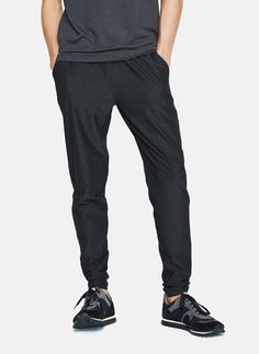 Tailored track pants are as important for the weight room as they are for (non-athletic) weekend adventures. These slim sweats are from cult athletic brand Outdoor Voices. Fashion Advice, Fashion News, Men's Fashion, Workout Style, Men Wear, Well Dressed Men, Trouser Pants, Esquire, Dress Codes