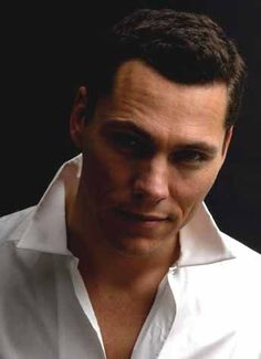 "probably slightly biased because i'm listening to ""Something Inside"" and it's so sexy, but, right now, man, is he sexy! :] #Tiesto"