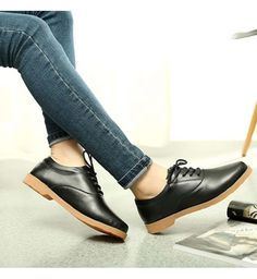 Women's #black leather #DressShoe casual work lace up style, sewing thread, Round toe design, leather upper and lining.