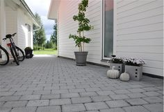 Mellan hus oh carport Outdoor Rooms, Outdoor Gardens, Outdoor Living, Outdoor Decor, Exterior Design, Interior And Exterior, Scandinavian Garden, Backyard, Patio