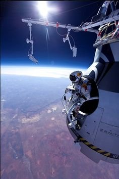 Felix Baumgartner on track for highest ever free-fall jump Stunt co-ordinator, skydiver, helicopter pilot and B. jumper Felix Baumgartner is on track to break four world records by jumping out of a balloon kilometres above the earth. Felix Baumgartner, Cosmos, Whitney Houston, To Infinity And Beyond, Space Travel, Space Exploration, Out Of This World, Extreme Sports, Science And Nature