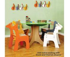 Mesa tipo arbol y asientos animales Diversidad de colores De madera
