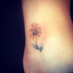 Teeny tiny sunflower tattoo. Copyright Jess Parry Tattoos Really cute for a tini tat. If I wanted a tini sunflower... Go big or go home lol
