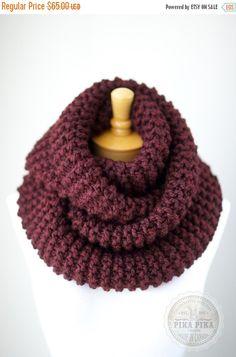 VERANO venta gruesa bufanda de infinity, bufanda de punto gruesa en Borgoña o rojo oscuro, bufanda hecha punto del círculo, teje la bufanda de la eternidad, cálida y suave
