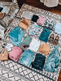 packing guide - what to pack for a one week spring vacation! - -Vacation packing guide - what to pack for a one week spring vacation! Spring Break Vacations, Spring Vacation, Vacation Packing, Packing Tips, Spring Break Party, San Antonio, Kansas City, Dune, Travel Capsule