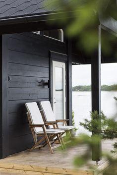 Black Exterior, Exterior Doors, Vista House, Log Home Living, Garage Apartment Plans, Log Cabin Homes, Exterior House Colors, Metal Buildings, Scandinavian Home