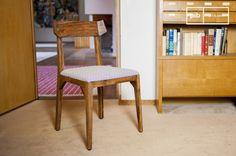 La silla Elsa tiene un marco hecho de madera natural, una característica típica del diseño escandinavo.