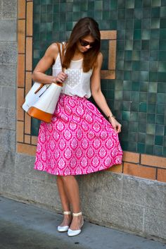 spring outfit: pink midi skirt, white tank, tote