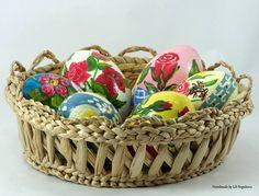 Oua pictate de Lili Negulescu. Painted Eggs by Lili Negulescu.