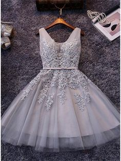 V NECK LACE-UP SHORT HOMECOMING DRESS WITH LACE APPLIQUE