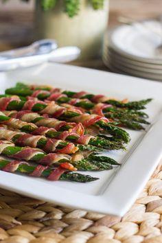 Espargos enrolados em bacon