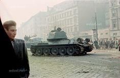 Ungarn-Aufstand / Hungarian uprising sowjetischer an der Kreuzung József krt./ Baross utca nach dem Waffenstillstand vom tank at the crossing Jozsef ringroad/ Baross street after the ceasefire of oct.