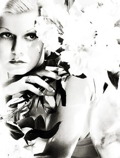 It was a blonde.  A blonde to make a bishop kick a hole in a stained-glass window. ~ Raymond Chandler / photo: Jean Harlow
