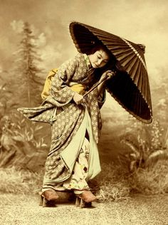 Old photograph of Japanese geisha girl