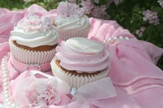 "Passion 4 baking  ""Delicious White Chocolate Cupcakes, Wedding Theme(includes flower/medallion tutorial)"