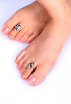 Cute Toes, Pretty Toes, Black Toe Nails, Toe Ring Designs, Anklet Tattoos, Sterling Silver Toe Rings, Toe Polish, Beautiful Toes, Sexy Toes