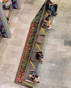 Señalética en tiempos del Coronavirus: cómo la pandemia está modificando los espacios públicos – nosotros-los-diseñadores Shopping Mall Interior, Public Architecture, Colossal Art, Scotch, Design Projects, Landscape Design, Tango, Signage, History