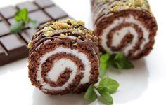 Rulada cu ciocolata Romanian Desserts, Waffle Cake, Sweet Pastries, Sweet Tarts, Tiramisu, Caramel Apples, Dessert Recipes, Food And Drink, Cooking Recipes