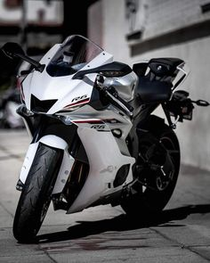 Developing technology and new cars technologies, actual car news, of your car problems and solutions. All of them and more than on begescars. Yamaha Motorcycles, Yamaha Yzf R6, Moto Bike, Motorcycle Bike, Best Motorbike, Custom Sport Bikes, Futuristic Motorcycle, Super Bikes, Street Bikes