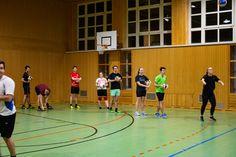 Du hast etwas auf Fachhochschule Vorarlberg Sport gepinnt. Studenten der FHV beim wöchentlichen Sport Basketball Court, Sports, Students, Sport