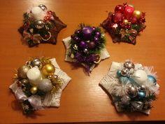 nějak jsem nestíhala Sun Paper, Ornament Wreath, Ornaments, Paper Weaving, Hanukkah, Christmas Wreaths, Diy And Crafts, Knitting, Holiday Decor
