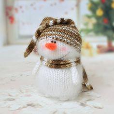 Niedlichen Schneemann - Hand gestrickte Spielzeug Amigurumi Miniatur Crochet Art Dolls Christbaumkugel Spielzeug Handmade Winter Geschenke gefüllt Figur Spielzeug