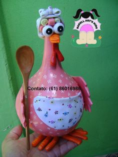 CABAÇAS DECORADAS                                                                                                                        ... Egg Crafts, Diy And Crafts, Crafts For Kids, Chicken Crafts, Chicken Art, Chicken Pumpkin, Ceramic Chicken, Decorative Gourds, Jar Art
