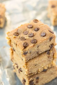 Healthy FOUR ingredient No Bake Banana Bread Blondies- Quick and easy recipe- one bowl + 5 minutes to whip up these delicious soft and fudgy blondies which are healthy too! {paleo, vegan, gluten-free} -thebigmansworld.com