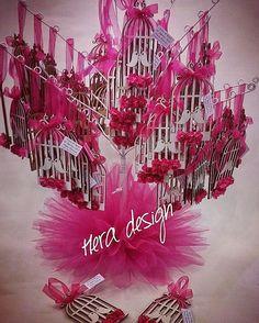Ağaçtaki kuş kafesleri... #heradesign #özeltasarım #nikahhediyelikleri #nikahşekeri #nikah #düğün #nişan #wedding #weddingfavors #lasercut #wooden birdcage#ahşap #kuşkafesi