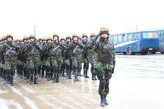 """ZIUA NAŢIONALĂ A ROMÂNIEI • DETAŞAMENTE PREZENTE LA PARADĂ • Detaşamentul Batalionului 2 Infanterie """"Călugăreni"""", din Brigada 1 Mecanizată """"ARGEDAVA"""", este o structură emblematică a Armatei Române şi a rămas în paginile istoriei moderne ca un deschizător de drumuri, fiind prima unitate din armată încadrată exclusiv cu militari profesionişti şi, totodată, unitatea care, în premieră după cel de-al Doilea Război Mondial, a participat la operaţii în afara teritoriului statului român Thing 1, Competition, Army, Military, Exercise, Train, Image, Journals, Pictures"""