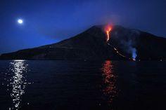 Le foto dell'eruzione dello Stromboli - Il Post