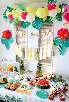 Tropical birthday party with Aloha Hawaiian theme - Aloha Hawaiian birthday party production and decoration - Luau Theme Party, Hawaiian Party Decorations, Aloha Party, Festa Party, Birthday Party Themes, Birthday Party Decorations Diy, Birthday Party Table Decorations, Table Party, Birthday Celebration