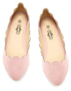 Cute, pink scalloped flats! Love these little beauties. I think scallops will be popular this Fall too!