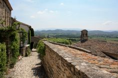 Stunning views from Joucas on Les Ocres de Roussillon