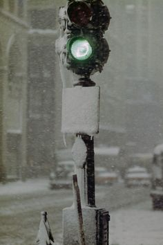 Green Light Against Grey, New York, 1955 ©Saul Leiter / courtesy Howard Greenberg Gallery, New York