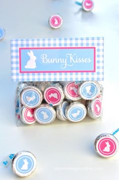 Bunny Kisses (Free Printables): These treats make great gifts for friends, neighbors and classmates and are the perfect party favor