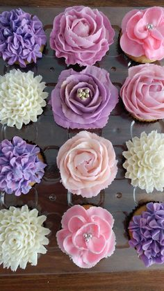 Cupcakes ideen blumen Ideas - reyepte - Cupcakes ideen blumen Ideas The Effective Pictures We Offer You About cupcake recipes A qualit - Cupcakes Flores, Floral Cupcakes, Pretty Cupcakes, Beautiful Cupcakes, Mini Cupcakes, Tea Party Cupcakes, Cupcake Bouquets, Floral Cake, Spring Cupcakes