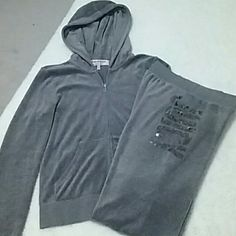 Juicy Couture SweatOutfit Sz M/P Juicy Couture SweatOutfit Sz M/P...gorgeous gray zipup and sweatpants with sequin detailing...never really worn...in like new condition Juicy Couture Tops Sweatshirts & Hoodies